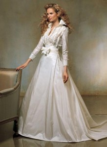 10. Long Sleeved Winter Lace Wedding Gowns