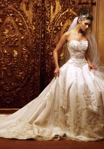 Any Bride Will Look Stunning In This Ball Gown Style Wedding Dress Of Ivory The Form Fitting Bodice Is Strapless And Hugs Body To Waist