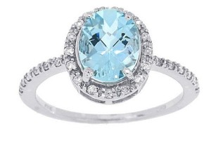 Oval-Aquamarine-and-White-Diamond-Engagement-Ring