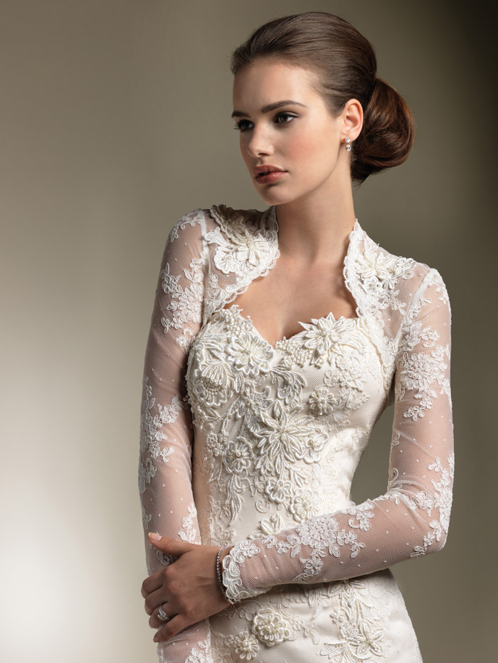 Ten dazzling long sleeve wedding dresses bestbride101 for Long sleeve lace wedding dresses