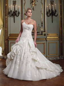 strapless-memory-taffeta-lace-ball-gown-wedding-dress-pleated-bodice