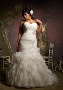 ruffled-organza-plus-size-mermaid-straplesswedding-dress