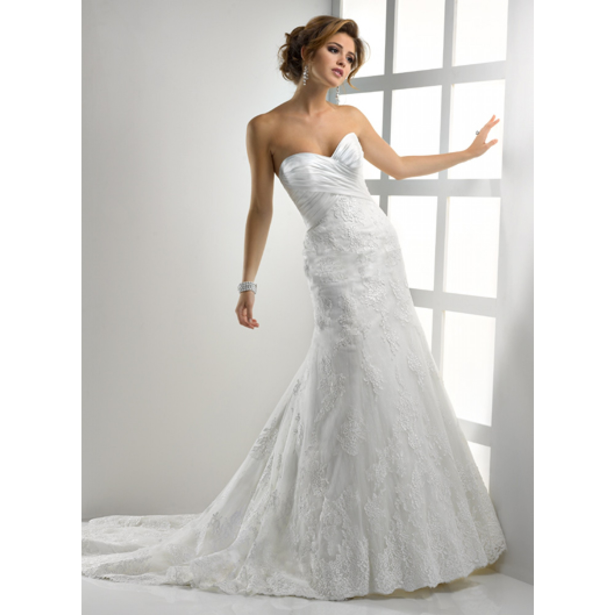 Ten best lace wedding dress designers bestbride101 for Famous wedding dress designers
