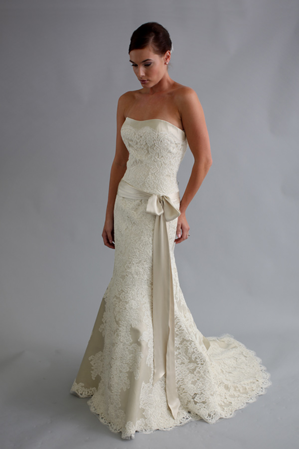 Ten best lace wedding dress designers bestbride101 for Modern wedding dress designers