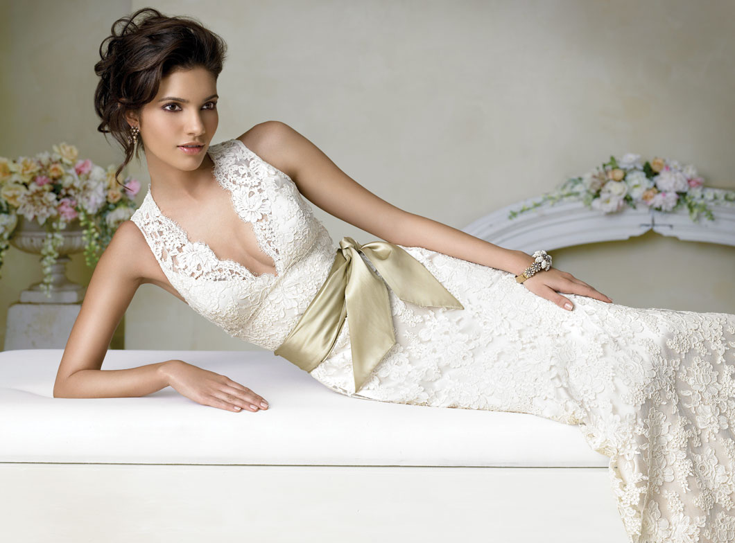 Ten best lace wedding dress designers bestbride101 for Lace dresses for weddings