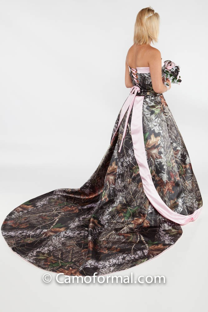 The Ten Most Awesome Camo Formal Wedding Dresses For A Country