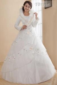 Winter Wedding Dresses And Cloaks In 10 Elegant Styles