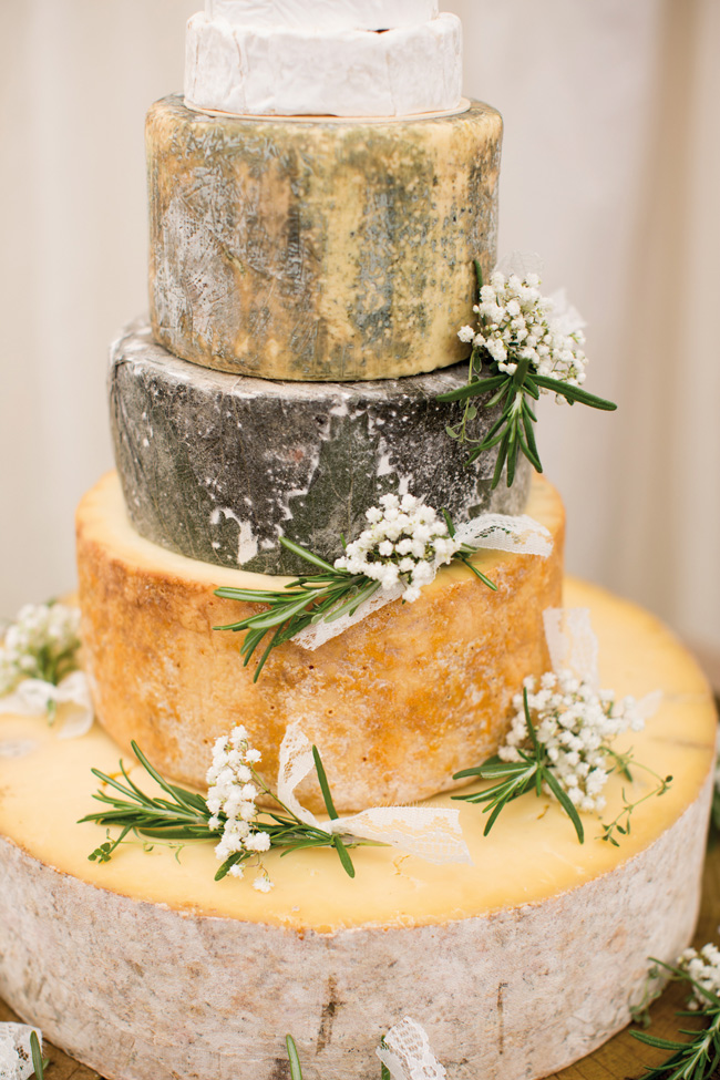 7-quick-and-easy-rustic-wedding-details-that-wont-blow-the-budget-CAKE-katherineashdown.co_.uk-Mike-and-Hayley-Wedding-531