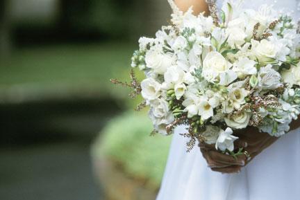 Choose In Season Flowers Wedding Reception Decorations