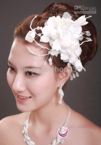 Models-fitted-with-the-five-Small-hatbridal-hair-accessories-wedding-dress