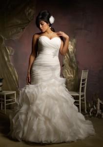 ruffled-organza-plus-size-mermaid-straplesswedding-dress