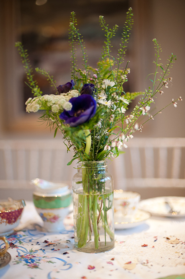 behind-the-scenes-on-a-vintage-winter-wedding-shoot-table-centre