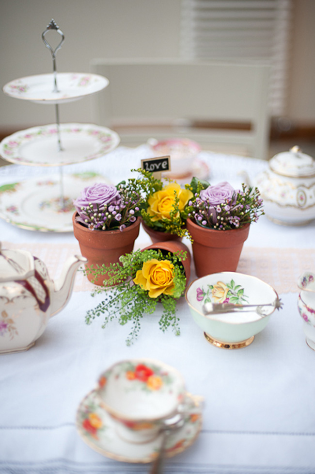 behind-the-scenes-on-a-vintage-winter-wedding-shoot-table-flowers